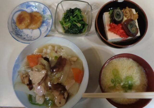 Chinese rice bowl, Chinese chilled tofu, egg drop soup, spinach namul, and radish cake