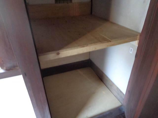 renovate an unused bathroom to make a storage room